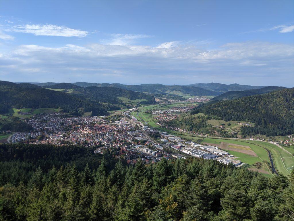 Blick in den Hochschwarzwald ins kinzigtal vom urenkopfturm