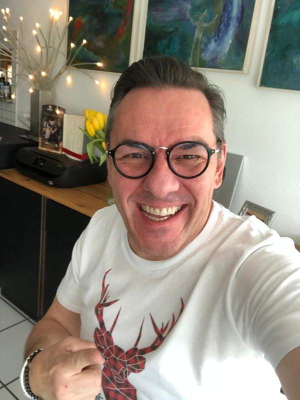 Oliver Gimber auch bekannt als Witz vom Olli mit schwarzwaldboutique shirt