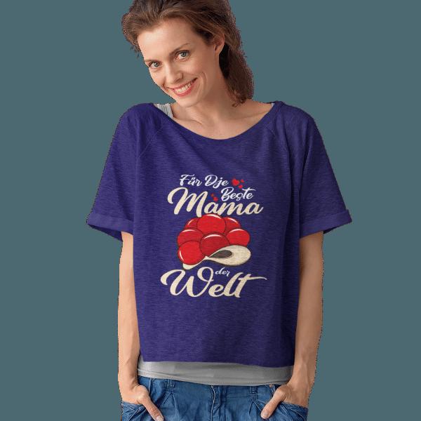 frau im studio mit blauem shirt mit beste mama im schwarzwald design