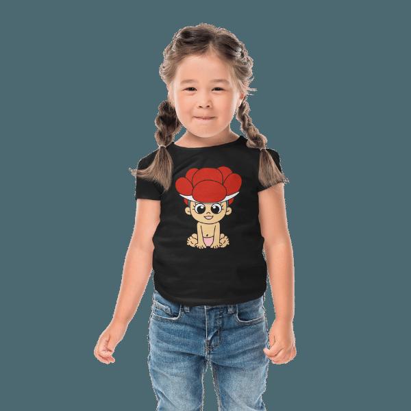 maedchen mit langen zoepfen und schwarzem t-shirt mit schwarzwald baby mit bollenhut design