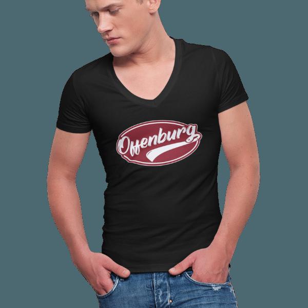 mann im studio mit schwarzem t-shirt mit motiv offenburg