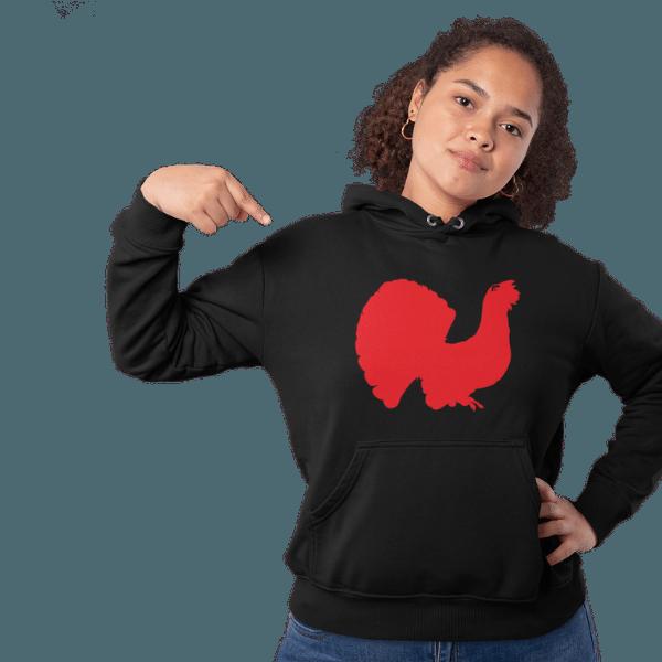 frau mit schwarzem hoodie mit schwarzwald auerhahn motiv