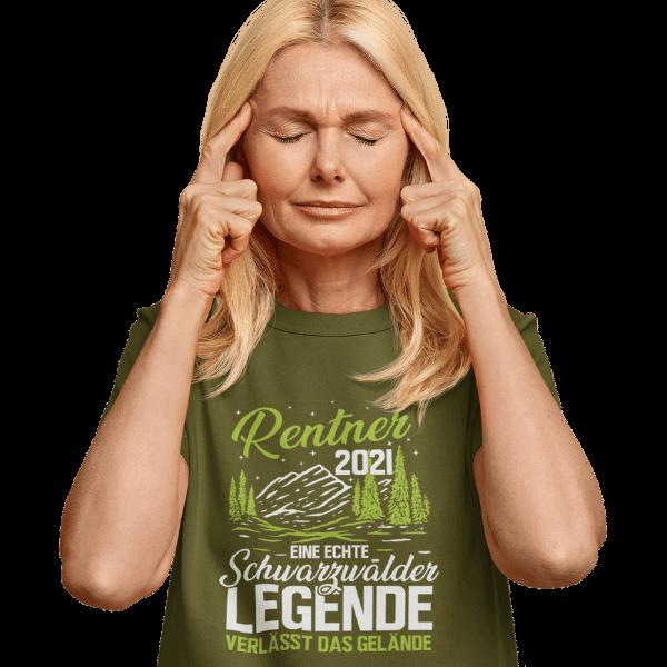 blonde frau mit gruenem t-shirt mit schwarzwald rentner 2021 logo
