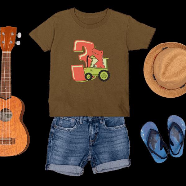 braunes kinder t-shirt mit aufdruck 3. geburtstag schwarzwald logo mit accessoires