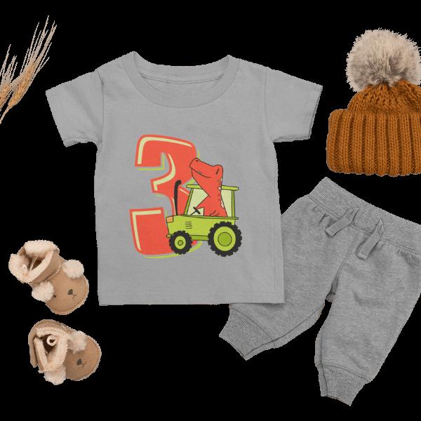 graues t-shirt fuer kinder mit 3. geburtstag schwarzwald design mit accessoires