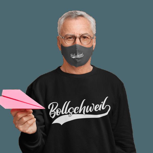 mann mit gesichtsmaske und schwarzem t-shirt mit bollschweil motiv