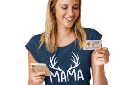 tolle geschenkidee fuer mama ist dieses t-shirt mit der aufschrift mama mit hirschgeweih